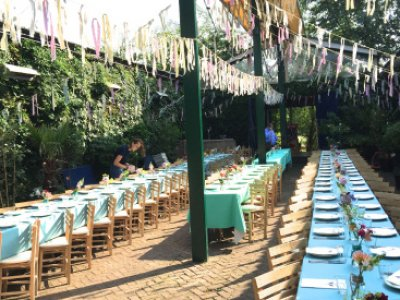 "<div class=""special_title"">Organic Farm<br/>Wedding<br/><span class=""smaller_and_bold"">150ppl </span>Amsterdam</div>"
